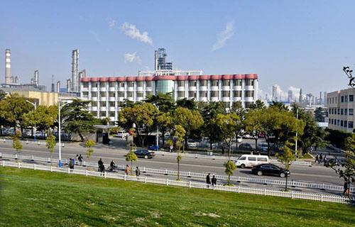 金陵石油化工公司炼油厂技工学校